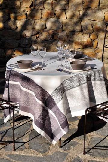 Le Cluny Provence Jacquard tablecloth